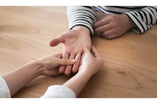 手相をどちらの手で見るかについての考え方