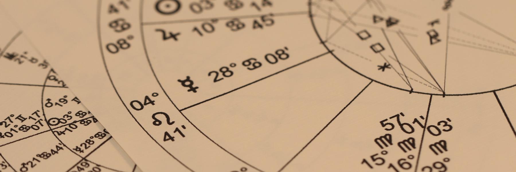 西洋占星術占い師の活躍できる場所と仕事内容とは?